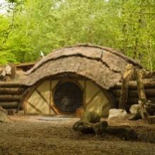 Tanière aux allures de maison de hobbits avec vue surprenante sur le territoire d'une meute de loup gris