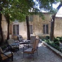 Chambre d'hôtes face au Palais des Papes à Avignon